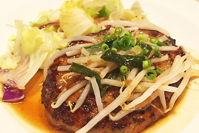 レシピも公開!ハンバーグのカロリーを美味しさを保ったままカットする方法